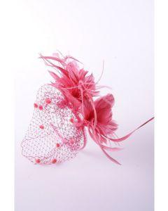 roze fascinator met birdcage tule en coque veren