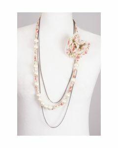 Crepe voile sjaalketting met rozet en parels