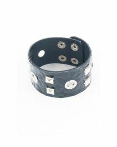 Zwarte high gloss armband met studs en nestels
