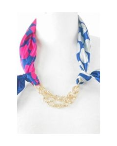 Kobalt roze halsdoek met stippenprint  en ketting
