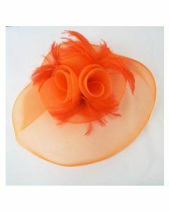 Oranje fascinator van gaas en veren