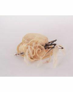 Sinamay hoedje in beige