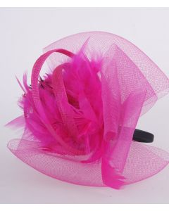 Hot pink tule fascinator op diadeem