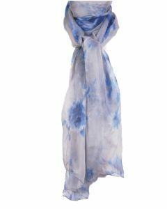Lichtgrijze zijden sjaal met bloemenprint in blauw-tinten