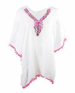 Witte tuniek afgewerkt met roze steentjes en kralen