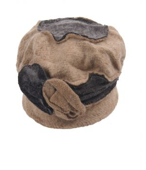 Beige fijngebreide wol-blend muts met bloemrozet