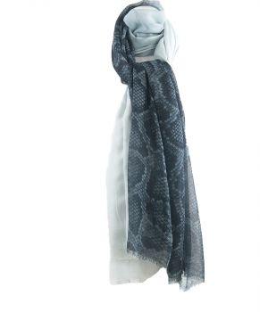 Grote soepelvallende snake-print sjaal in staalblauw