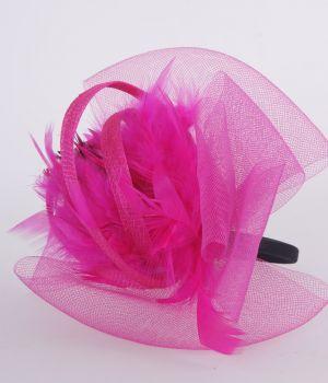 Hot pink tule fascinator op diadeem