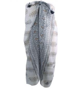 Lichtgrijze sarong met ornament motief