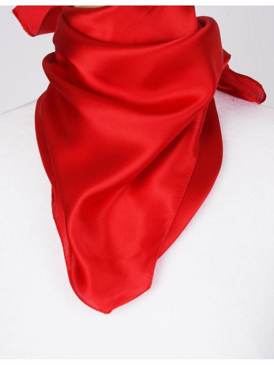 Rode satijn zijden sjaal