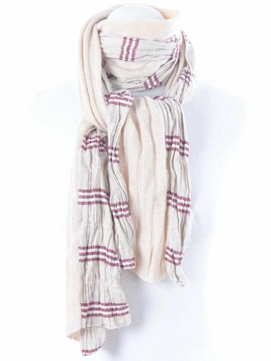 Ecrukleurige sjaal, half gebreid, half linnenlook met rode ruit