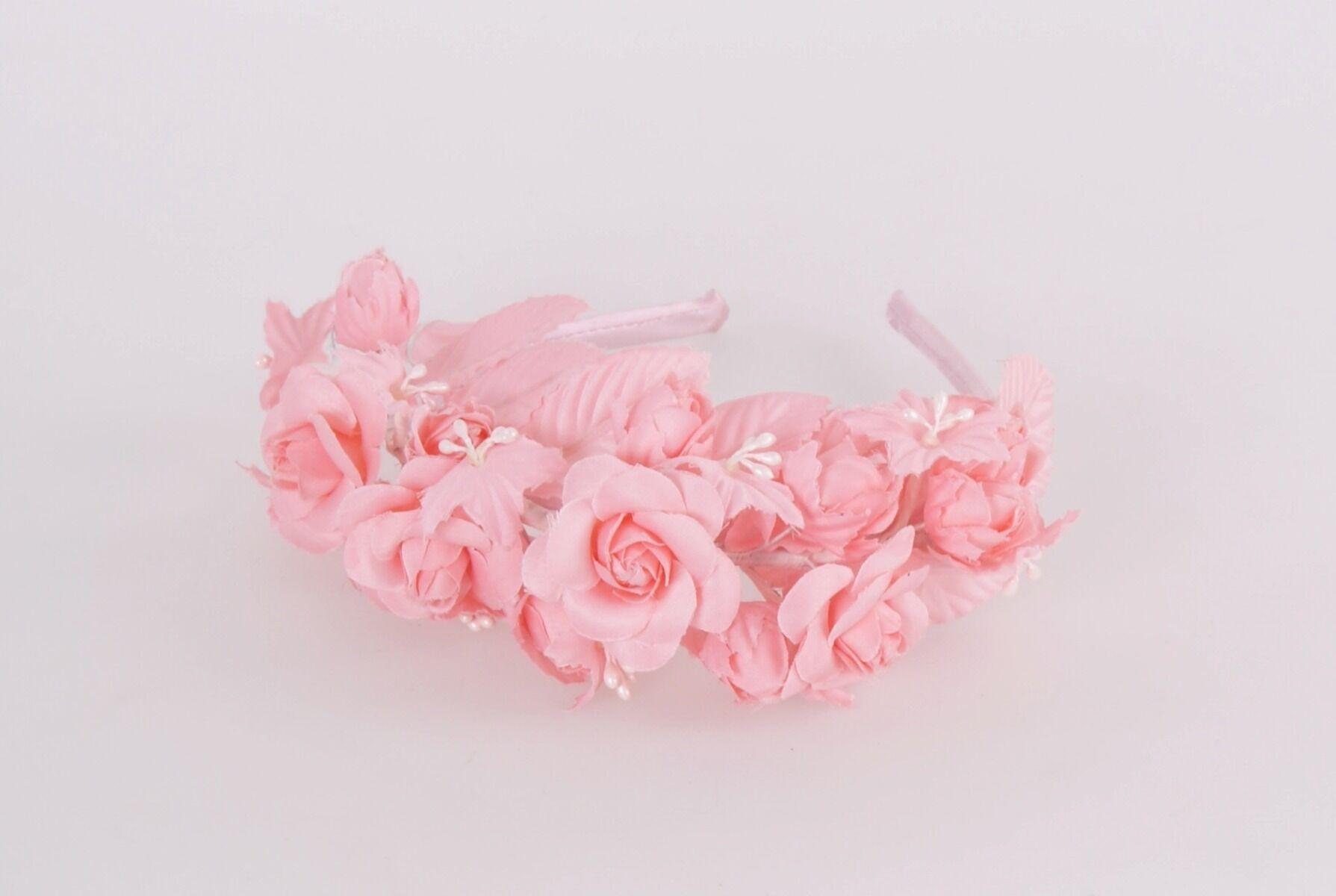 Roze satijnen diadeem met roosjes